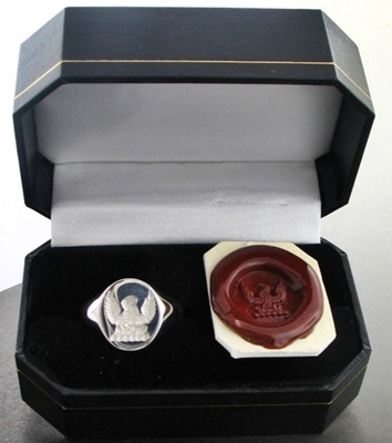 family-crest-rings-in-presentation-box